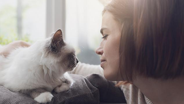 mujer-con-gato